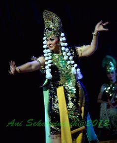 Indrawati Lukman. Penari Tradisi. Sunda. Foto Abah Dadang. https://www.facebook.com/abah.dadang.9/photos