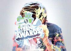 [gif] so 1D won a bbc1 teen award casually