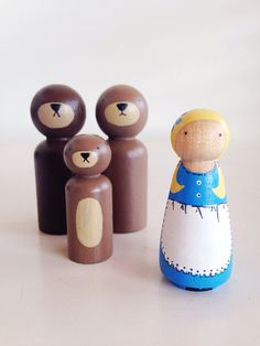 Its story time! Let your little one recreate Goldilocks and the three little bears classic story using story time peg dolls. This set consist of