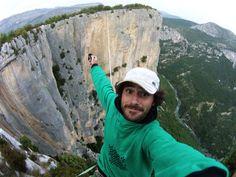 Que tal este selfie! En una mano la Drift HD Ghost, en la otra el control remoto y debajo una caída de 100 metros! Tremendo Théo Sanson haciendo Slackline! Live Outside The Box!