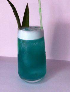 Motel internacional  Un twist dell hotel nacional  Rhum , pineapple juice, Lemon juice, blu curaçao , simple syrup