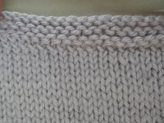 Tuto : Eviter le roulottage en bas d'un ouvrage Merino Wool Blanket, Knit Crochet, Knitwear, Diy Crafts, Sewing, Knitting, Points, Tejidos, Knit Fashion