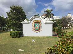 Casa España - 9/3/16 - 10:07 a.m. - Escudo de Puerto Rico con fines decorativos en los jardínes de Casa España.