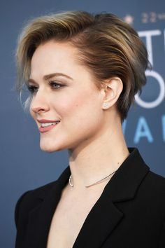 long pixie hairstyles Evan Rachel Wood Shows How Badass a Two-Toned Pixie Can Look at the Critics' Choice Awards Evan Rachel Wood, Long Pixie Hairstyles, Short Hairstyles For Women, Summer Hairstyles, Pixie Haircuts, Latest Hairstyles, Short Hair Cuts, Short Hair Styles, Pixie Cuts