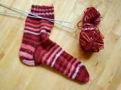 This Candy Stripe Knit Sock Pattern is a perfect easy knitting pattern for those who have never knitted socks. Designed as a knitting pattern for beginners, this sock knitting pattern will teach you the fundamentals of how to knit socks. Knitted Socks Free Pattern, Crochet Socks, Knitted Slippers, Knitting Patterns, Knit Socks, Knitting Ideas, Knitting Tutorials, Easy Knitting, Knitting For Beginners