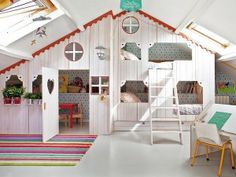 HOME & GARDEN: Deux chambres de rêve pour enfants Can't read anything lol but this is so cute, would be awesome for kids. Girls Room Design, Kids Bedroom Designs, Playroom Design, Bedroom Ideas, Attic Playroom, Attic Rooms, Awesome Bedrooms, Cool Rooms, Girl Room
