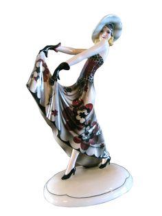Stephen Dakon Created this beautiful Austrian art deco porcelain figurine ca. 1932 for the Vienna firm Friederich Goldscheider. Goldscheider, Ceramic Figures, Ceramic Art, Art Deco Table, French Art Deco, Indian Dolls, Art Deco Era, Art Deco Design, Art Deco Fashion