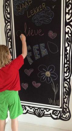 Schoolbord verf met 'schilderij lijst' eromheen.