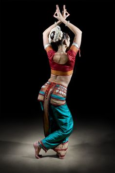 """Odissi"" Indian Temple Dance by Revital Folk Dance, Dance Art, Shall We Dance, Just Dance, Bollywood, Isadora Duncan, La Bayadere, Indian Classical Dance, Dance World"
