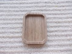 suorakulmio täytettävä korupohja/mini valokuvakehys, suorakulmio leikatulla reunalla, puutyö, puuesine, puukoru, puutuote, puutyö, puutarvike, korupohja, kapussipohja, täytettävä korupohja riipus, korupohja koruharsitöihin, puinen korupohja, puinen harrastustarvike, askartelutarvike, ripuspohja, puinen valokuvaripus, puinen minivalokuvakehys.  Koko:3 cm X 4 cm   https://www.etsy.com/listing/191195776/1pc-unfinished-rectangle-shaped?ref=related-3