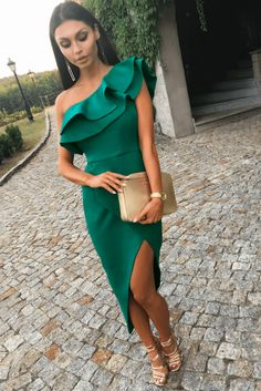 AGNES butelkowa zielen sukienka asymetryczna - Welcome to our website, We hope you are satisfied with the content we offer. Modest Dresses, Prom Dresses, Formal Dresses, Dress Attire, Luxury Dress, Elegant Outfit, The Dress, Colorful Fashion, Look Fashion