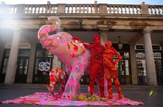 Image: A life-size crocheted mother & baby elephant created by artist Olek in London on June 3 (© Jeff Moore/Rex Features) Knit Art, Crochet Art, Asian Elephant, Pink Elephant, Mother And Baby Elephant, Elephant Crafts, Right Brain, Yarn Bombing, Street Artists