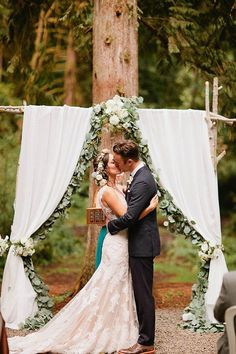 pretty green gralands and floral wedding backdrop ideas