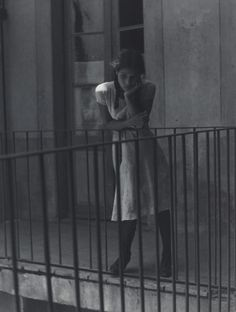 "Manuel Álvarez Bravo ""Tweedland"" The Gentlemen's club: Remembering the Henri Cartier-Bresson retrospective Exhibition at the MOMA. Fotos De Henri Cartier Bresson, Black White Photos, Black And White Photography, Candid Photography, Street Photography, Photography Women, Vintage Photographs, Vintage Photos, Great Photos"