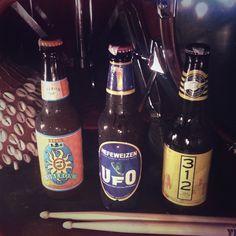 Happy Hour de Cervezas Artesanales todos los viernes de 5pm-10pm #abracadabra #craftbeers    #abracadabrabeers