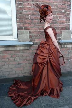Bones And Lilies: How To Make A Victorian Bustle Skirt - The Easy Wa...
