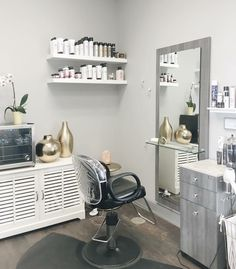 Learn how you can lease your own salon suite. We offer private, fully customizable salon suites to help salon professionals grow their own business. Small Beauty Salon Ideas, Small Hair Salon, Home Beauty Salon, Home Hair Salons, Hair Salon Interior, Beauty Salon Decor, Salon Interior Design, Beauty Salon Design, Beauty Room