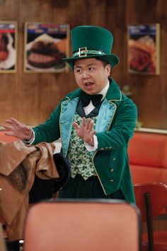 Going green ~ 2 Broke Girls ~ Episode Stills ~ Season 3, Episode 19 ~ And The Kilt Trip