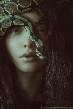 In this unique, surreal editorial entitled 'The Silence of Dew Drops,' the amazing Alexia Giordano employs her powers of snake charming and becomes one with nature. Lensed by Paris-based photographer Marta Bevacqua for Riven Magazine. Photography Poses Women, Dark Photography, Portrait Photography, Levitation Photography, Exposure Photography, Abstract Photography, Vanessa Moe, Marta Bevacqua, Arte Obscura