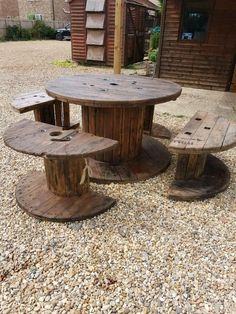 table and chairs easy diy wooden drum Wooden Diy, Wooden Garden Boxes, Outdoor Tables, Diy Chair, Wooden Picnic Tables, Wooden Garden Edging, Wooden Outdoor Table, Wooden Garden, Wooden Garden Table