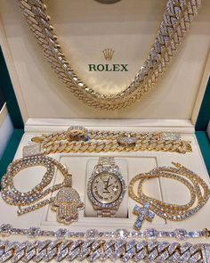 Amazing gold Rolex tap to pin💵 Cute Jewelry, Jewelry Accessories, Handbag Accessories, Accesorios Casual, Bad Girl Aesthetic, Grillz, Luxury Jewelry, Chanel Jewelry, Jewellery