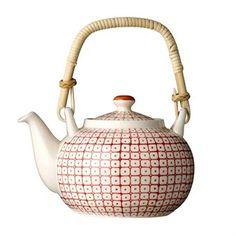 De schattige Carla theepot van het Deense merk Bloomingville is gemaakt van steengoed en heeft een prachtig met de hand geschilderd patroon. Het handvat is van bamboe, een leuk detail! Combineer met de andere stijlvolle producten van Bloomingville!