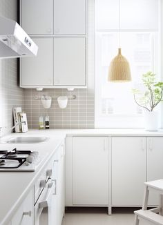 FYNDIG kitchen with white doors/drawers and worktop