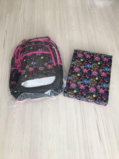 - batoh Junior 3. generácie so systémom STIL ADJUSTABLE - má 4 nastaviteľné stupne veľkosti (S-M-L-XL) Jansport Backpack, Vera Bradley Backpack, Backpacks, Summer, Bags, Handbags, Summer Time, Backpack, Backpacker