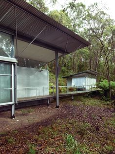 Simpson-Lee House: Glenn Murcutt, floating bedroom wing on steel framing Australian Architecture, Architecture Design, Green Architecture, Glen Murcutt, Le Ranch, Industrial Sheds, Archi Design, Exterior Cladding, Metal Homes