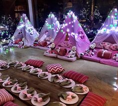 Gorgeous idea for little girls' sleep over. i'm not big on the whole sleepover thing, Lilly has only ever stayed with family but i trust a few of her friends mum who i know very well. im thinking i'll let her have a few friends over for her 10th but only girls sleeping!!!!