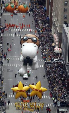 New Wonderful Photos: The Macy's Thanksgiving Day Parade, NYC.    ** I Love Snoopy! ~ Ruth **