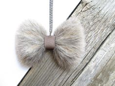 Bow Necklace Faux Fur Bow necklace by NasuKka on Etsy Leather Accessories, Handmade Accessories, Leather Jewelry, Leather Craft, Diy Jewelry, Beaded Jewelry, Jewelry Making, Bow Necklace, Bijoux Diy
