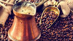 Měděná džezva s tureckou kávou. Korn, Barista, Moscow Mule Mugs, Coffee Maker, Kitchen Appliances, Tableware, Coffee Maker Machine, Diy Kitchen Appliances, Coffee Percolator