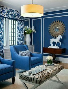 Blue Dining Room Decor - How do I modernize my dining room furniture? Blue Dining Room Decor - How do you modernize a traditional dining room? Blue And White Living Room, Dining Room Blue, Living Room Ideas 2019, Living Room Decor, Romantic Living Room, Blue Rooms, Blue Walls, White Decor, Chinoiserie