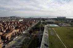 O Conjunto Habitacional Nova Maré foi inaugurado em 1996, com o objetivo de assentar moradores removidos de palafitas do Parque Roquete Pinto, também na Maré. No Conjunto Nova Maré está fica a Vila Olímpica da Maré.