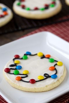 Looking for an easy decorated Christmas cookie recipe to make with the kids? These Christmas Lights Cookies are the best! They are very fun to bring to cookie exchanges, so make extra! Köstliche Desserts, Holiday Desserts, Holiday Baking, Holiday Treats, Holiday Recipes, Delicious Desserts, Christmas Recipes, Delicious Cookies, Homemade Christmas