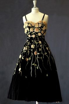 Pierre Balmain vintage gown, 1953...I would love to work this out with a border print and some embellishment....