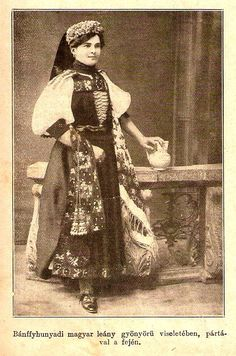 hungarian girl in folk clothes 1912 Bánffyhunyad