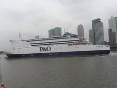 Pride of Hull in Rotterdam aan het draaien