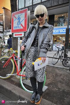 Japanese street fashion in Harajuku, Tokyo Japanese Streets, Japanese Street Fashion, Tokyo Fashion, Harajuku Fashion, Grunge Fashion, Korean Fashion, Fashion Outfits, Asian Street Style, Tokyo Street Style