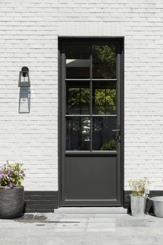 Bois | Droite Modern Entrance Door, Entrance Doors, House Windows, Facade House, Cotswold House, House Extension Design, Dutch House, House Extensions, Beautiful Architecture