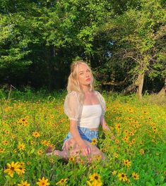 Aesthetic Girl, Aesthetic Clothes, Spring Aesthetic, Beauté Blonde, Shotting Photo, Photography Poses Women, Cute Poses, Insta Photo Ideas, Ulzzang Girl