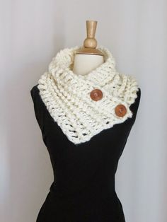 Diana Buttoned Cowl,Free Chunky Cowl Crochet Pattern