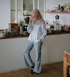 Fashion hijab kemeja putih new ideas Space Fashion, Pink Fashion, Vintage Fashion, Fashion Design, Muslim Fashion, Hijab Fashion, Fashion Outfits, Spring Fashion Casual, Trendy Fashion