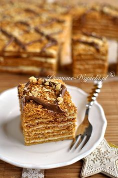 Marlenka Polish Cake Recipe, Polish Recipes, Fun Desserts, Delicious Desserts, Russian Cakes, Napoleon Cake Russian, Sweet Recipes, Cake Recipes, Torte Cake