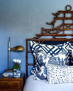 An Australian Interior Designer's Blue and White Portfolio – Blue and White Home Blue Bedroom, Bedroom Decor, City Bedroom, Bedroom Ideas, Kate Walker, Australian Interior Design, Chinoiserie Chic, White Decor, Beautiful Bedrooms