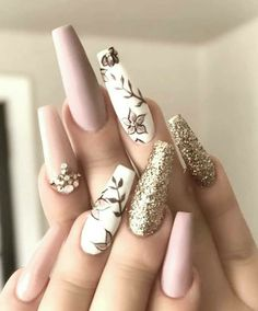 Shared by 𝐀𝐋𝐈𝐂𝐈𝐀. Find images and videos about girl, fashion and art on We Heart It - the app to get lost in what you love. Summer Acrylic Nails, Best Acrylic Nails, Classy Acrylic Nails, Nail Swag, Nagel Bling, Classy Nail Designs, Fancy Nails Designs, Nail Polish Designs, Uñas Fashion