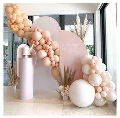 Modern and chic setup by ? Birthday Balloon Decorations, Wedding Decorations, Wedding Favors, Wedding Souvenir, Diy Wedding, Baby Shower Deco, Bridal Shower, Baby Showers, Custom Balloons