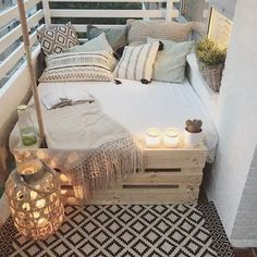 big bed small balcony deco - Home Deco - Balkon First Apartment, Apartment Living, Cozy Apartment, Apartment Ideas, Apartment Design, Living Rooms, Deco Design, Design Case, Design Design