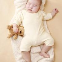 Babies usually learn to self-soothe between 3 and 6 months of age, but some babies get used to being fed or rocked to sleep and do not learn this important skill. Self-soothing is a skill that not only helps babies fall asleep, but also helps them control themselves when they are separated from parents for other reasons, such as child care. To...